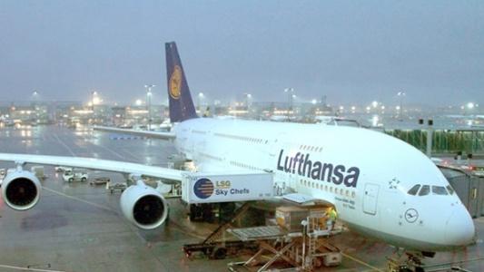 Alman Merkezli Yolcu Uçağı İstanbul'a Acil İniş Yapmak Zorunda Kaldı