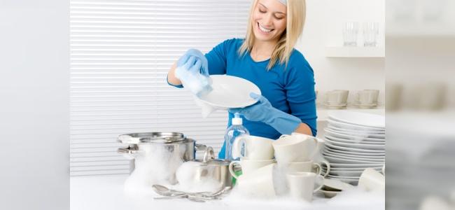 Çamaşır ve Bulaşık Yıkamak Kadınların Ömrünü Uzatıyor