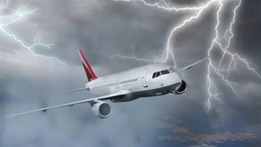 THY Uçağı Kasırga Nedeniyle Rota Değiştirmek Zorunda Kaldı