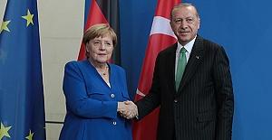 """Merkel'in O Kelimeyi Kullanması Almanları Şaşırttı!""""Son Derece İlginç"""""""
